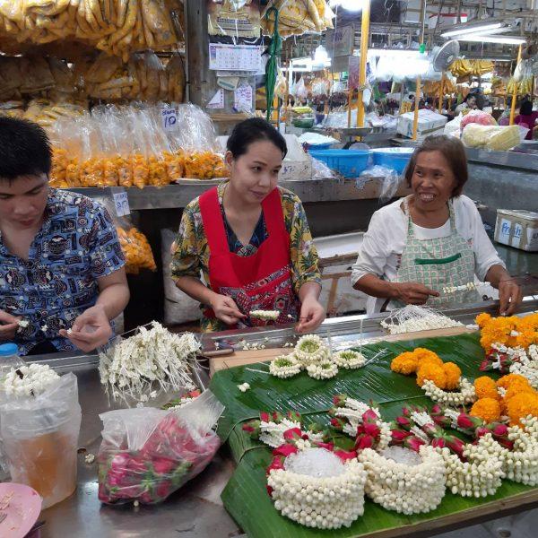 FlowerMarket > PakKhlon TaLad