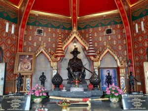 shrine of king Tak Sin